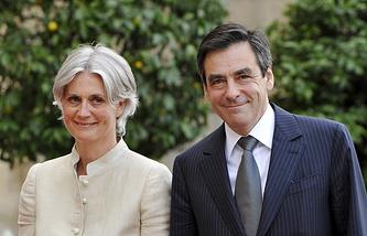 Франсуа Фийон (справа) с супругой Пенелопой