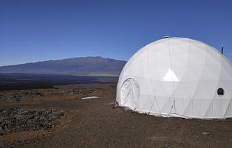 На месте проведения эксперимента по имитации полета на Марс