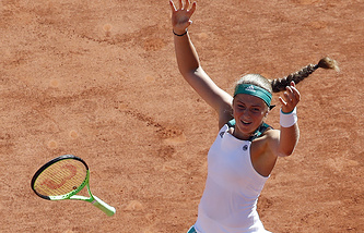 Елена Остапенко празднует победу на Открытом чемпионате Франции