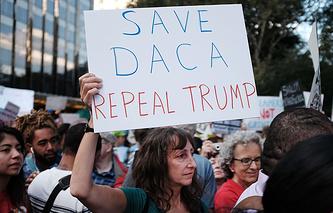 """Митинг в поддержку программы """"Отложенные действия в отношении прибывших детей"""" (DACA), Нью-Йорк"""