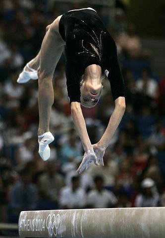 Выступление на гимнастическом бревне на Олимпийских играх в Афинах