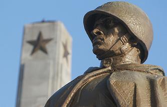 Памятник советскому воину в Варшаве