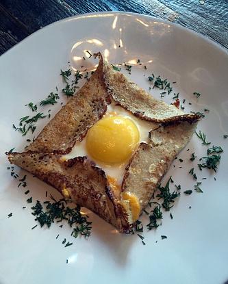 Гречневый блин с яйцом и сыром