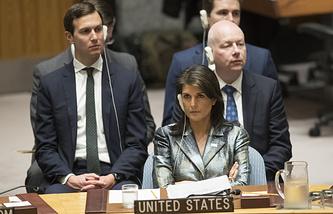 Постоянный представитель США при ООН Никки Хейли слушает выступление президента Палестины Махмуда Аббаса