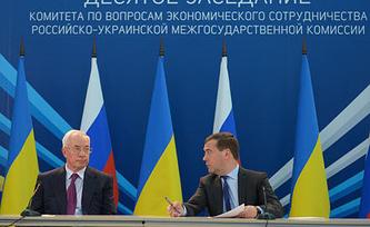 Премьер-министр Украины Николай Азаров и премьер-министр РФ Дмитрий Медведев. Фото ИТАР-ТАСС/ Александр Астафьев