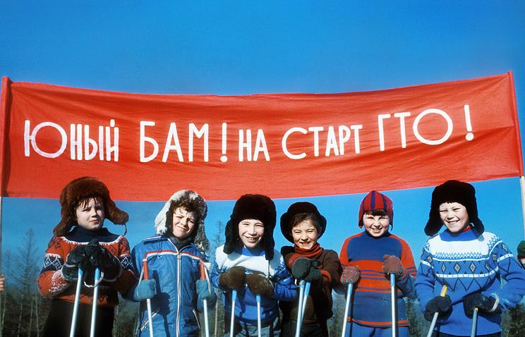Юные лыжники поселка Магистрального на Западном участке БАМа на старте ГТО, 1978 год