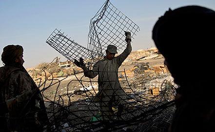Металлолом, образовавшийся в ходе уничтожения техники американскими военными в Афганистане. Фото AP Photo/Anja Niedringhaus