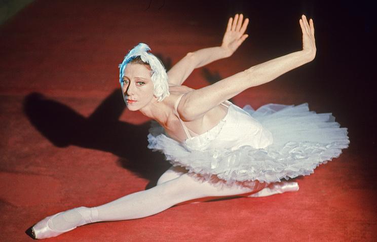 """Майя Плисецкая в роли Одетты в балете """"Лебединое озеро"""", 1976 год"""