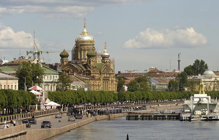 Набережная Лейтенанта Шмидта в Санкт-Петербурге