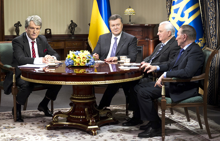 Бывший президент Украины Виктор Ющенко, действующий президент Украины Виктор Янукович, бывшие президенты Украины Леонид Кравчук и Леонид Кучма