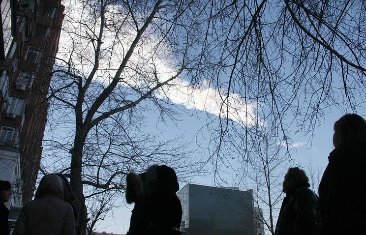 След от падения осколка метеорита в небе над Челябинском