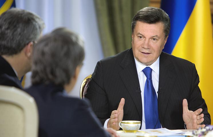 Виктор Янукович во время интервью украинским СМИ