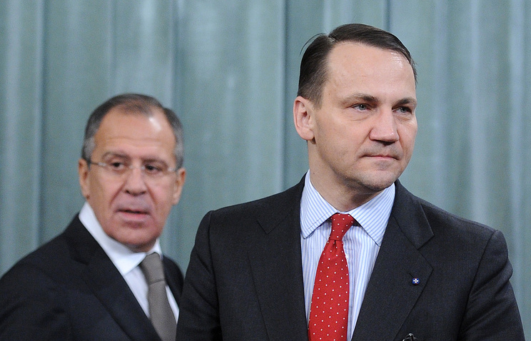 Министр иностранных дел Польши Радослав Сикорский и глава МИД РФ Сергей Лавров (справа налево)