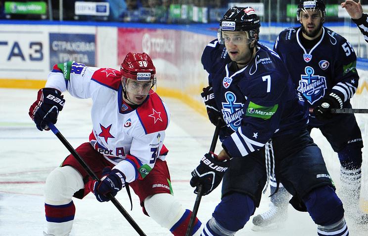 Энвер Лисин (справа) в матче против ЦСКА