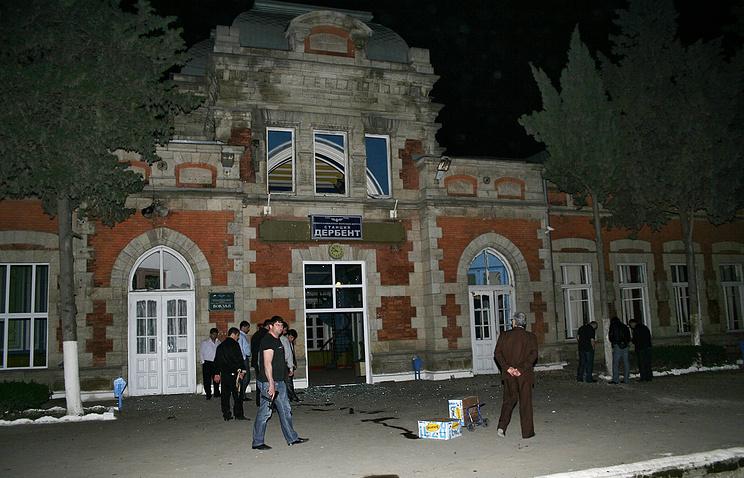 Последствия взрыва на вокзале в Дербене,  Дагестан, 2010