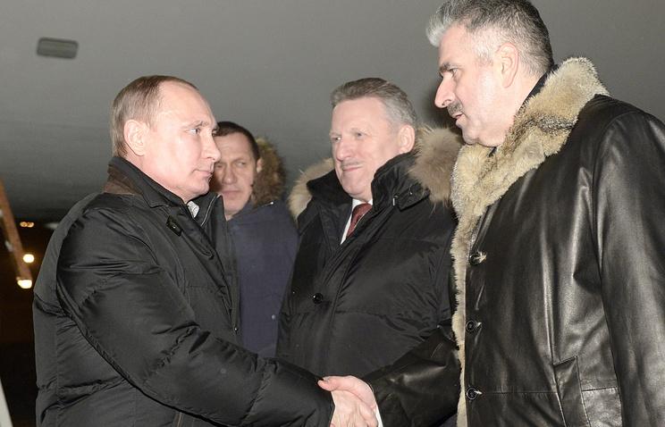 Владимир Путин и губернатор Хабаровского края Вячеслав Шпорт (в центре)