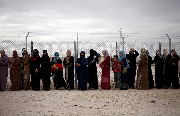 Сирийские беженцы на границе с Иорданией