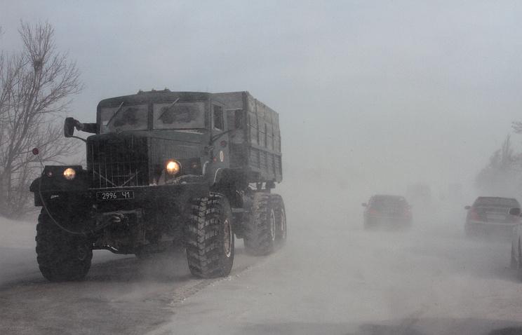 """Архив. Ураганный ветер на трассе """"Евпатория-Симферополь"""", 2012"""