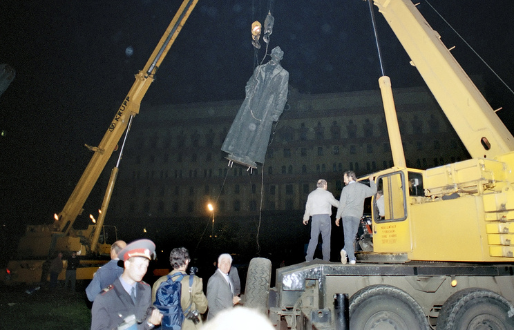 Демонтаж памятника Феликсу Дзержинскому, 1991
