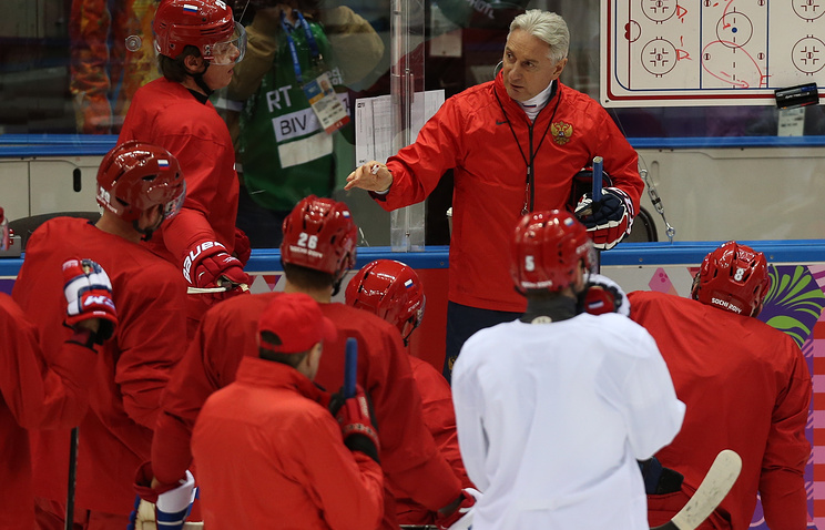 Зинэтула Билялетдинов и хоккеисты сборной России