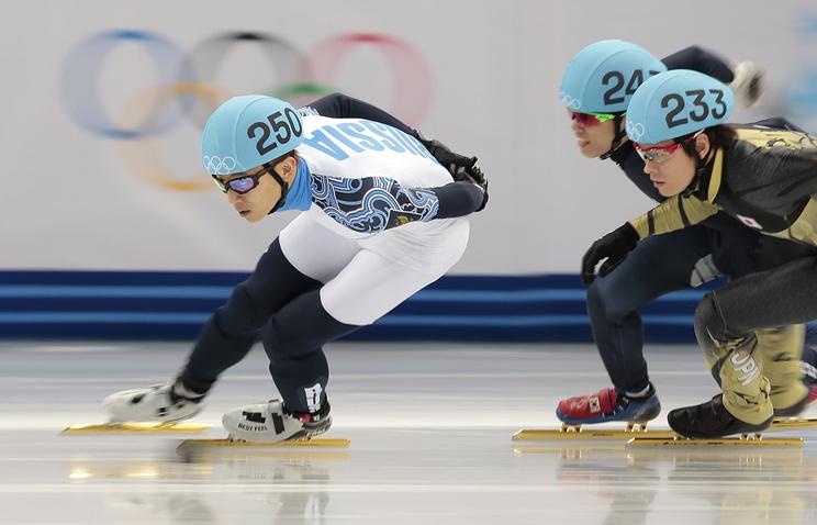 Виктор Ан (слева) во время эстафеты на 5000 м