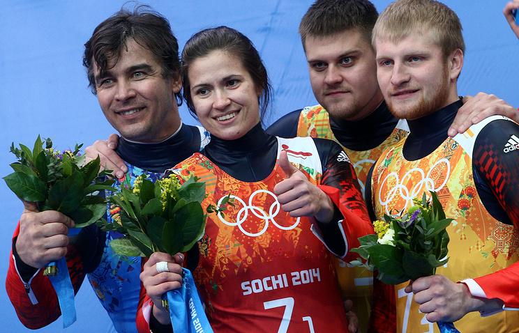 Российские саночники Татьяна Иванова, Альберт Демченко (слева), Александр Денисьев и Владислав Антонов