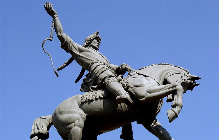 Уфа. Памятник поэту Салавату Юлаеву