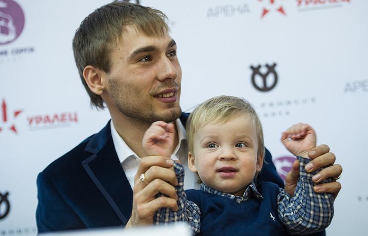 Биатлонист Антон Шипулин со своим маленьким племянником Марком