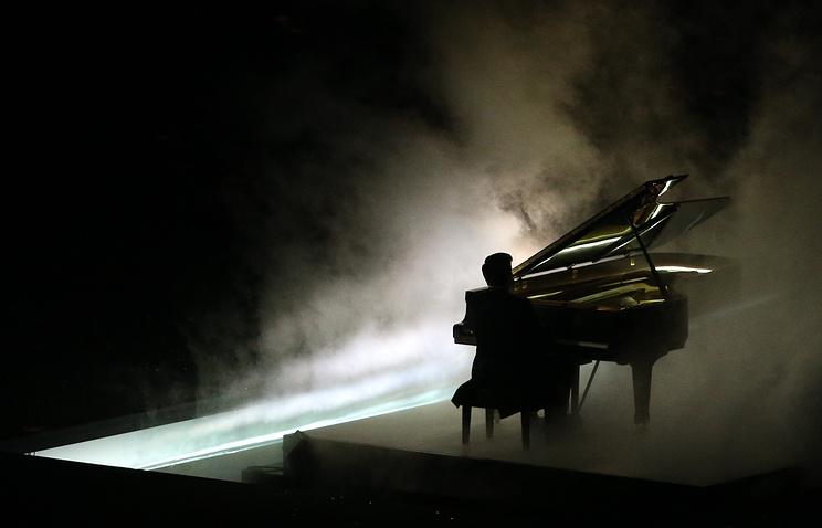 Пианист Денис Мацуев во время выступления на торжественной церемонии закрытия XXII зимних Олимпийских игр в Сочи