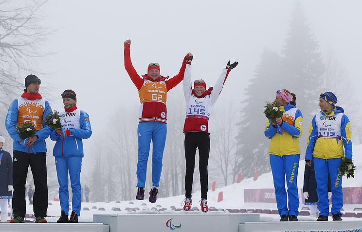 Михалина Лысова и Алексей Иванов, Юлия Будалеева и Татьяна Мальцева, Оксана Шишкова и Лада Нестеренко (слева направо)