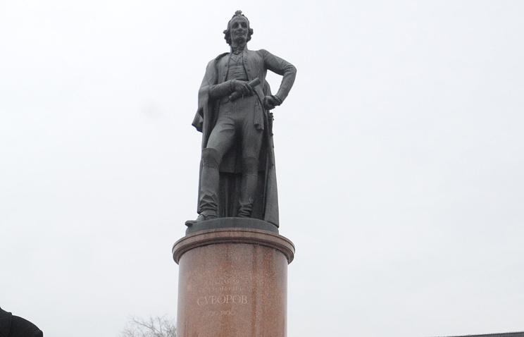 Памятник Александру Суворову на Суворовской площади
