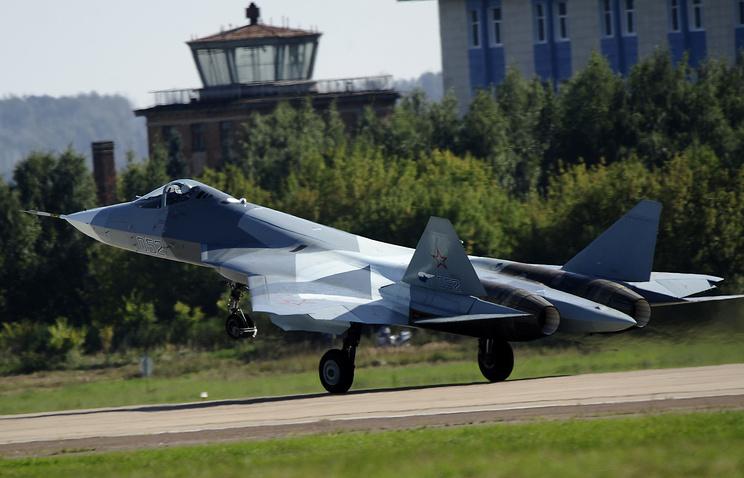 Российский многоцелевой истребитель пятого поколения ПАК ФА (Т-50), представленный на международном авиасалоне МАКС-2013 в Жуковском