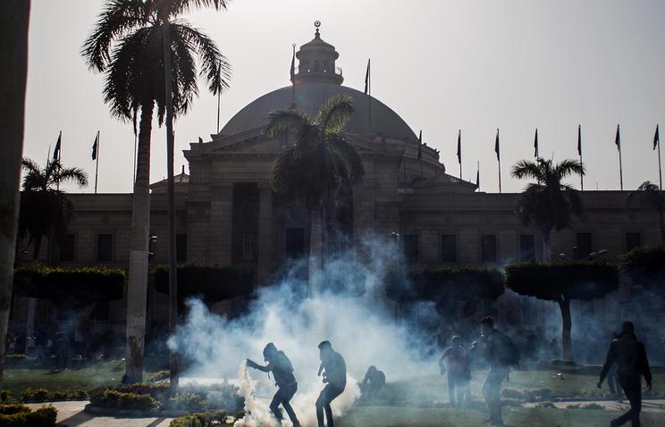 Каирский университет в Гизе, Египет. 26 марта 2014 года