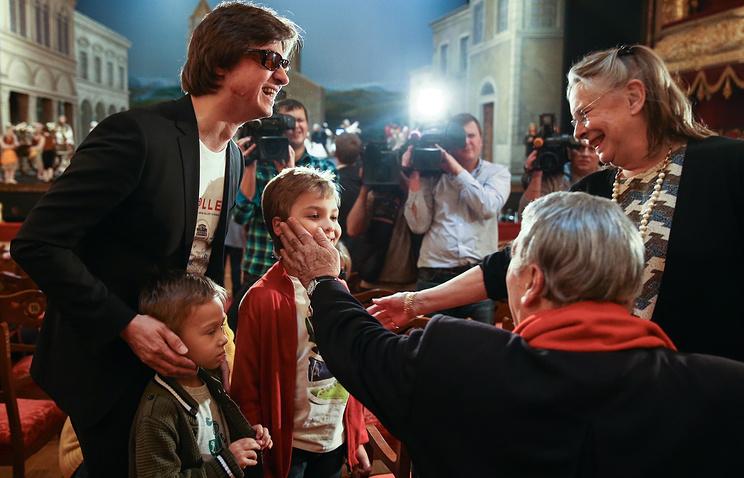 Художественный руководитель балета Большого театра Сергей Филин (слева) с сыновьями Сергеем (на первом плане) и Александром (в центре)