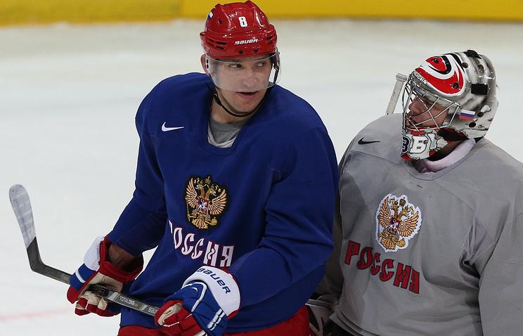 Александр Овечкин (слева)