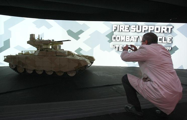 """Презентация БМПТ-72 """"Терминатор-2"""" в демонстрационном павильоне на IX Международной выставке вооружения Russia Arms EXPO"""