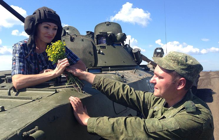 Светлана Ишмуратова на БМП на Чебаркульском полигоне