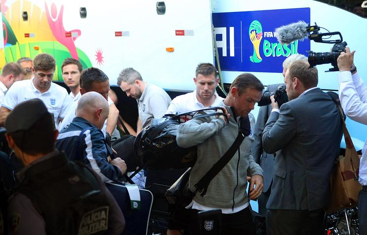 Прибытие футболистов сборной Англии в отель