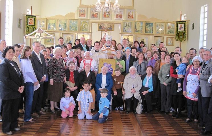 Прихожане бразильского православного храма