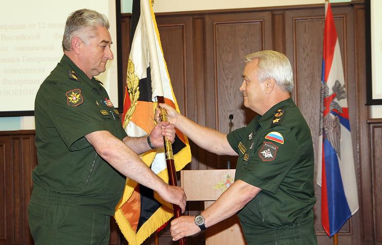 Командующий ЦВО Владимир Зарудницкий (слева) и замглавы Минобороны РФ Николай Панков