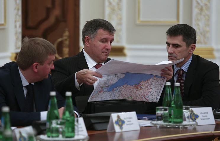 Арсен Аваков (в центре)