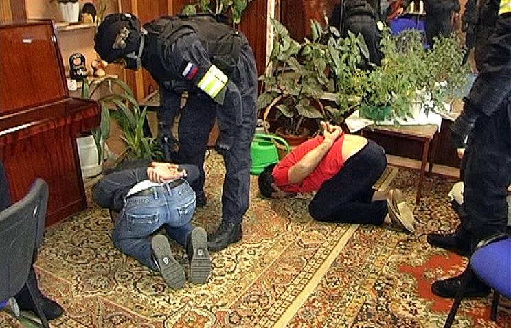 Оперативное фото с места задержания подозреваемых