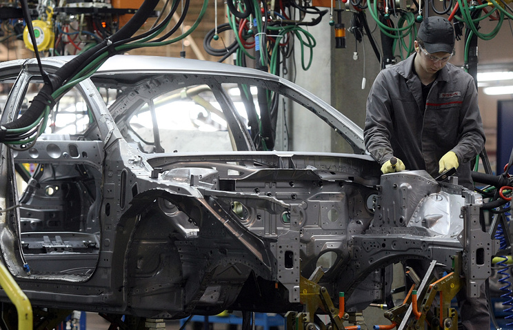 Сборка автомобилей на заводе Nissan