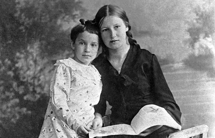 Автор написанного в блокадном городе дневника Таня Савичева (слева) со своей старшей сестрой Ниной