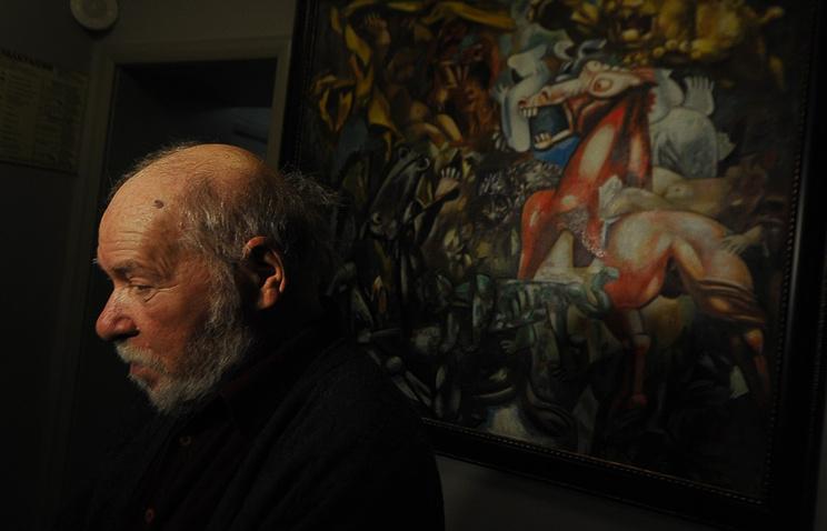 """Миша Брусиловский рядом со своей картиной """"Охота на львов"""""""