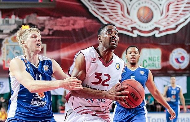 """Баскетболист """"Красных Крыльев"""" Аарон Майлз"""