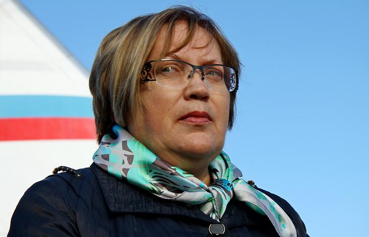 Татьяна Мерзлякова во время встречи украинских беженцев в екатеринбургском аэропорту Кольцово