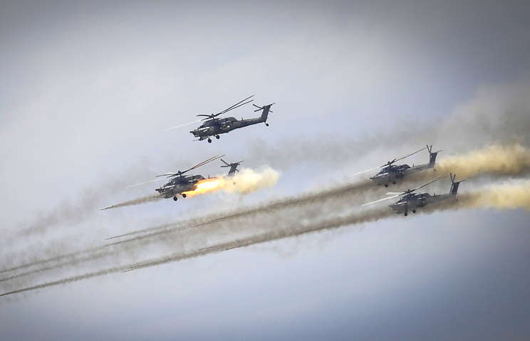 Воздушный бой с участием вертолетов Ми-28Н на крупномасштабных учениях российских Военно-воздушных сил и частей противовоздушной обороны на полигоне Ашулук
