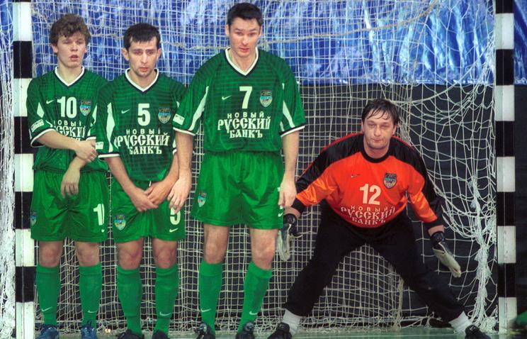 Илья Самохин (справа)