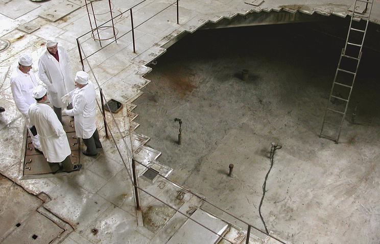 """Во время демонтажа остановленного старого реактора на химкомбинате """"Маяк"""" в Озерске. 2003 год"""